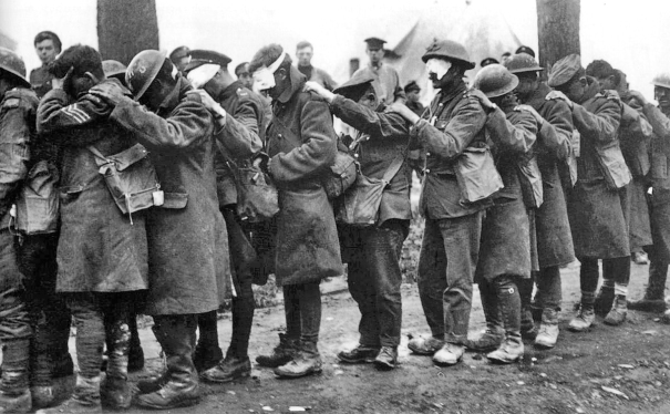British_55th_Division_gas_casualties_10_April_1918[1]