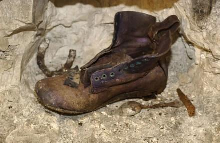 05a-bouzincourt-cave-chaussure