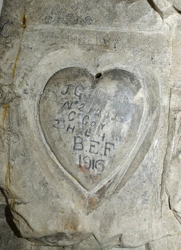 05a-bouzincourt-cave-inscription_1-blogs-ac-amiens-fr