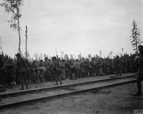 Q 16818-Bolshevik prisoners at Lijma Station waiting for instruction, 15th September 1919