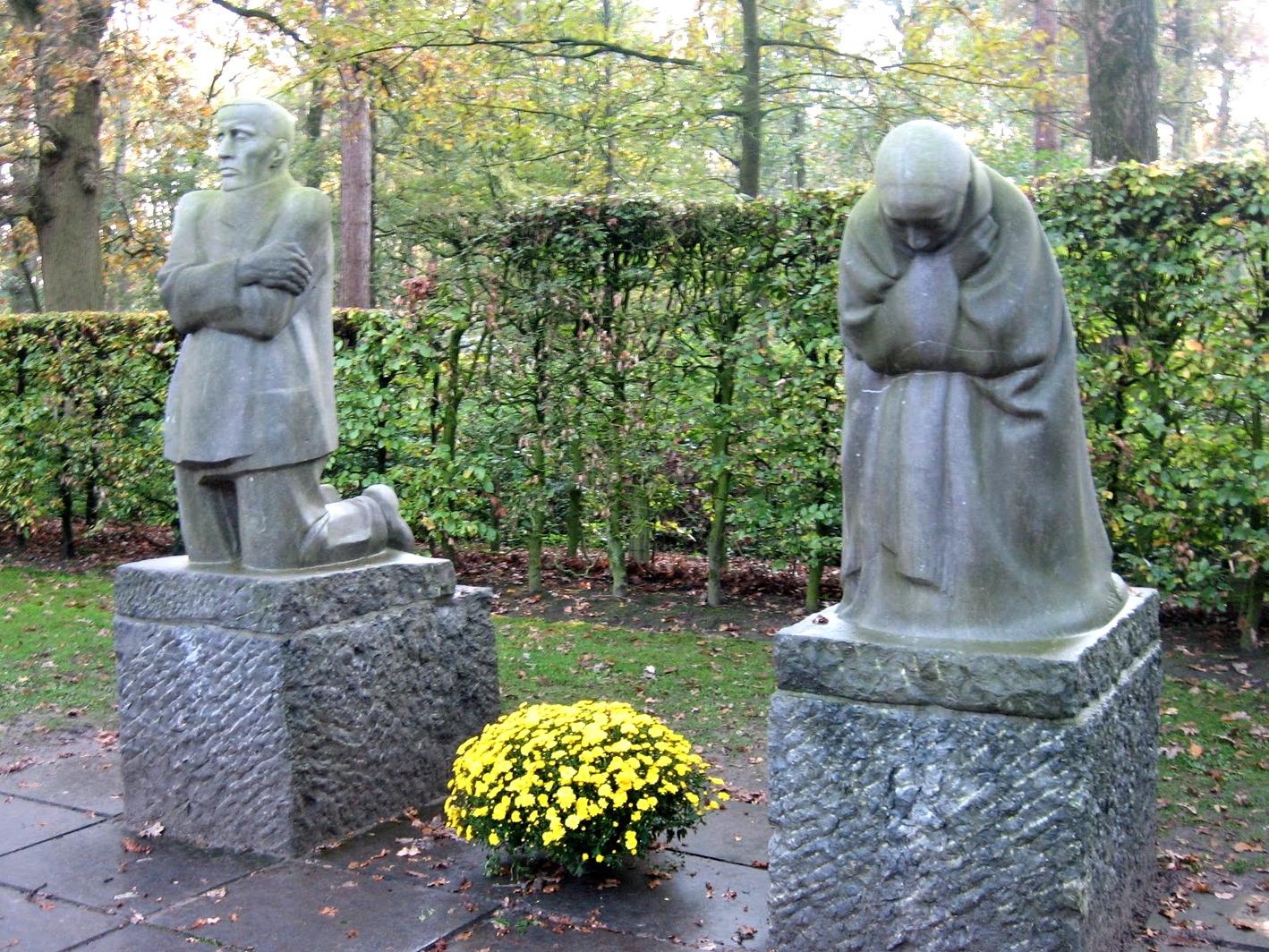 Käthe Kollwitz sculptures, Vladso German Cemetery